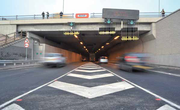 Axis' network cameras help safeguard motorists traveling  through the Tyne Tunnel.